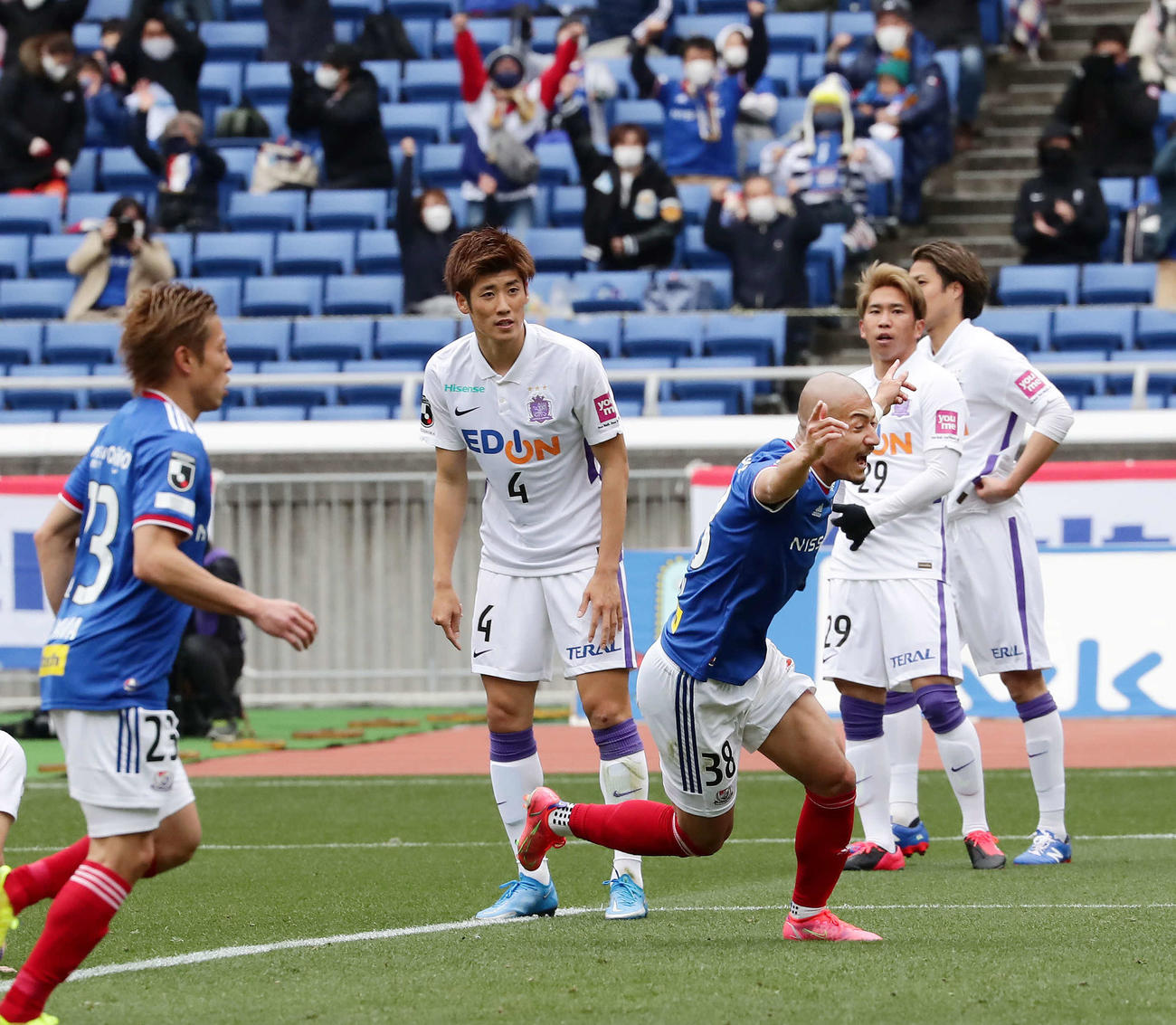 横浜対広島 後半、同点ゴールを決めて喜ぶ横浜FW前田(撮影・丹羽敏通)