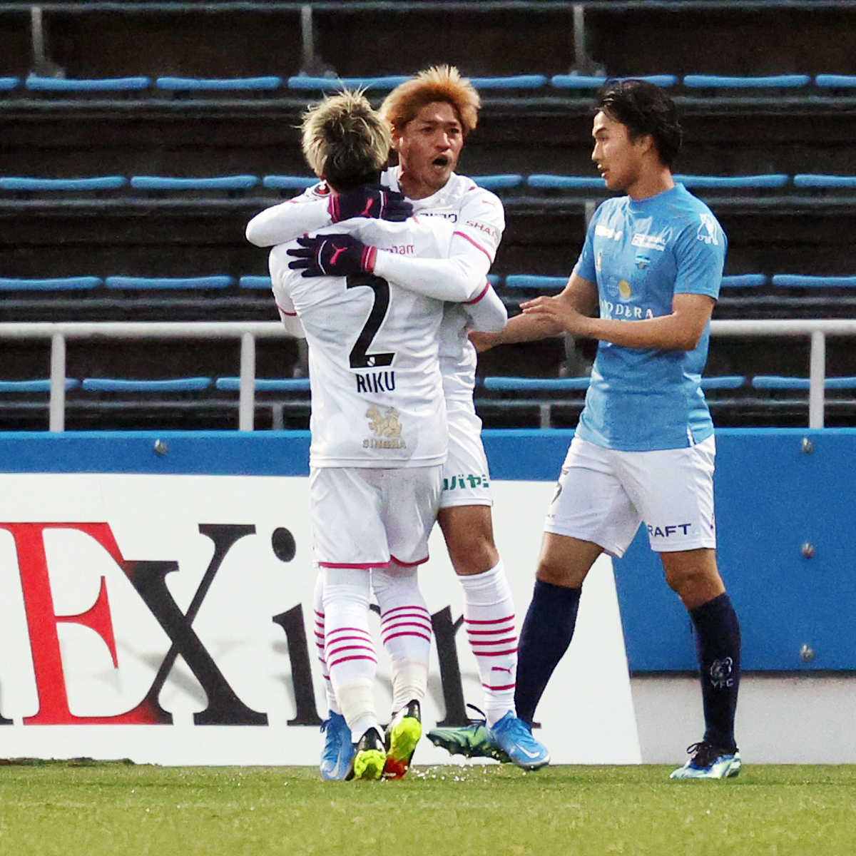横浜FC対C大阪 前半、ゴールを狙うC大阪FW大久保(撮影・野上伸悟)