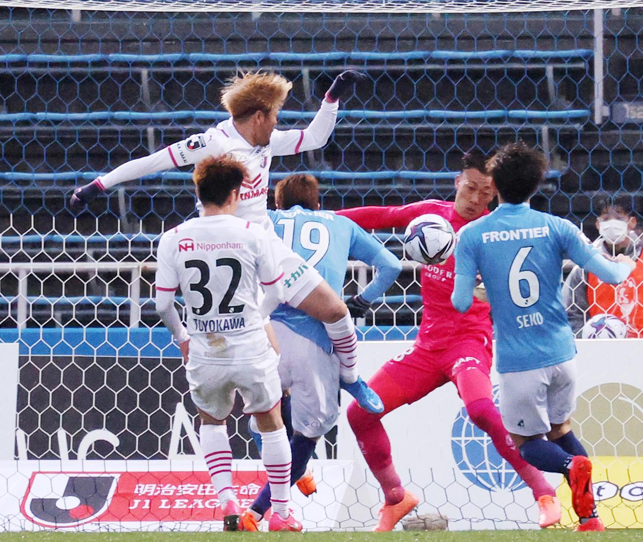 後半、ゴールを決めるC大阪FW大久保(撮影・野上伸悟)