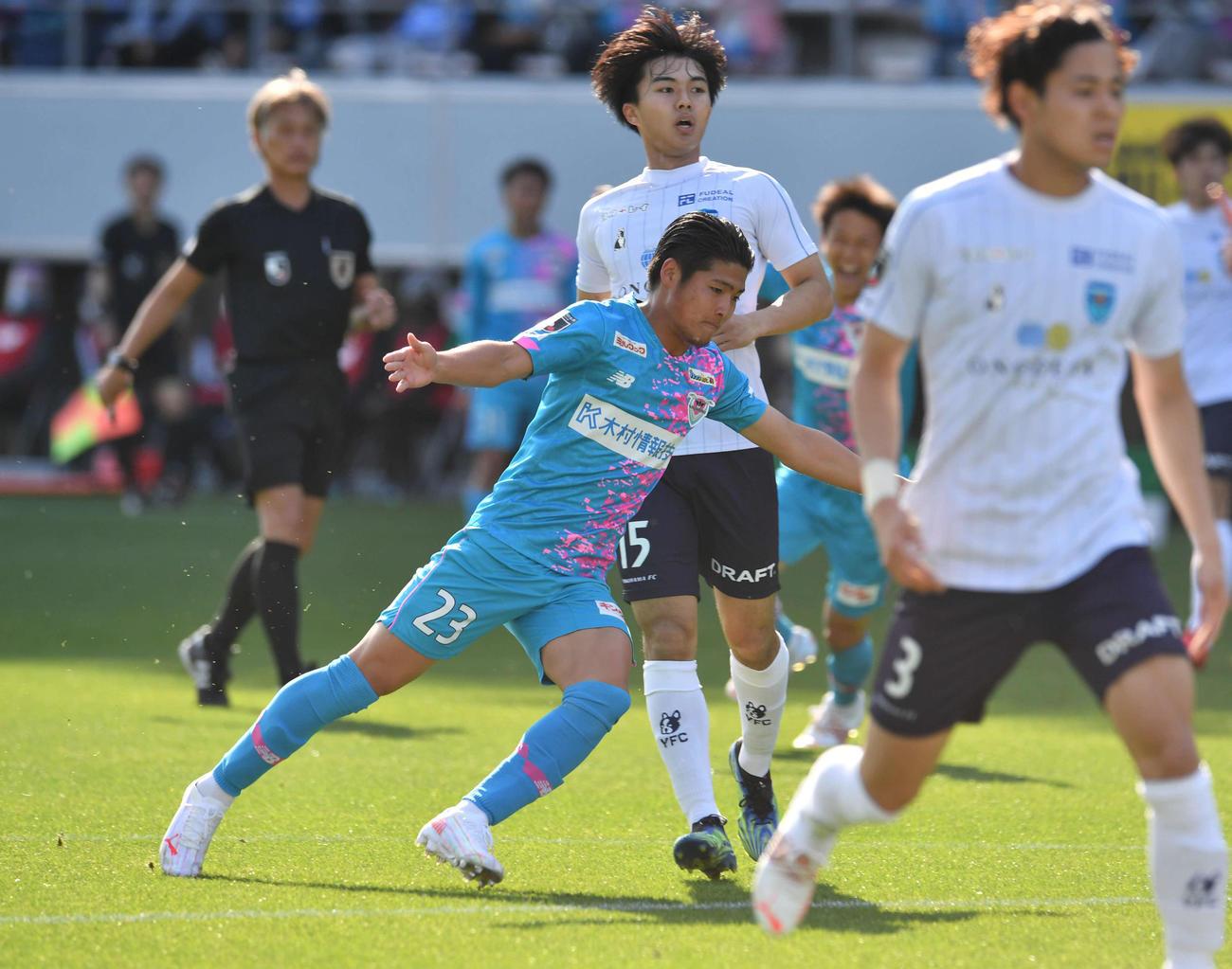 鳥栖対横浜FC 後半、ゴールを決めて駆けだす鳥栖MF本田(撮影・岩下翔太)