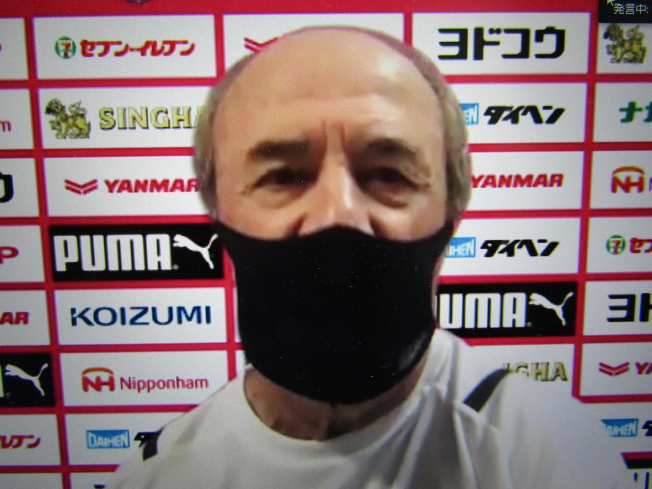 オンラインで取材対応するC大阪レビークルピ監督