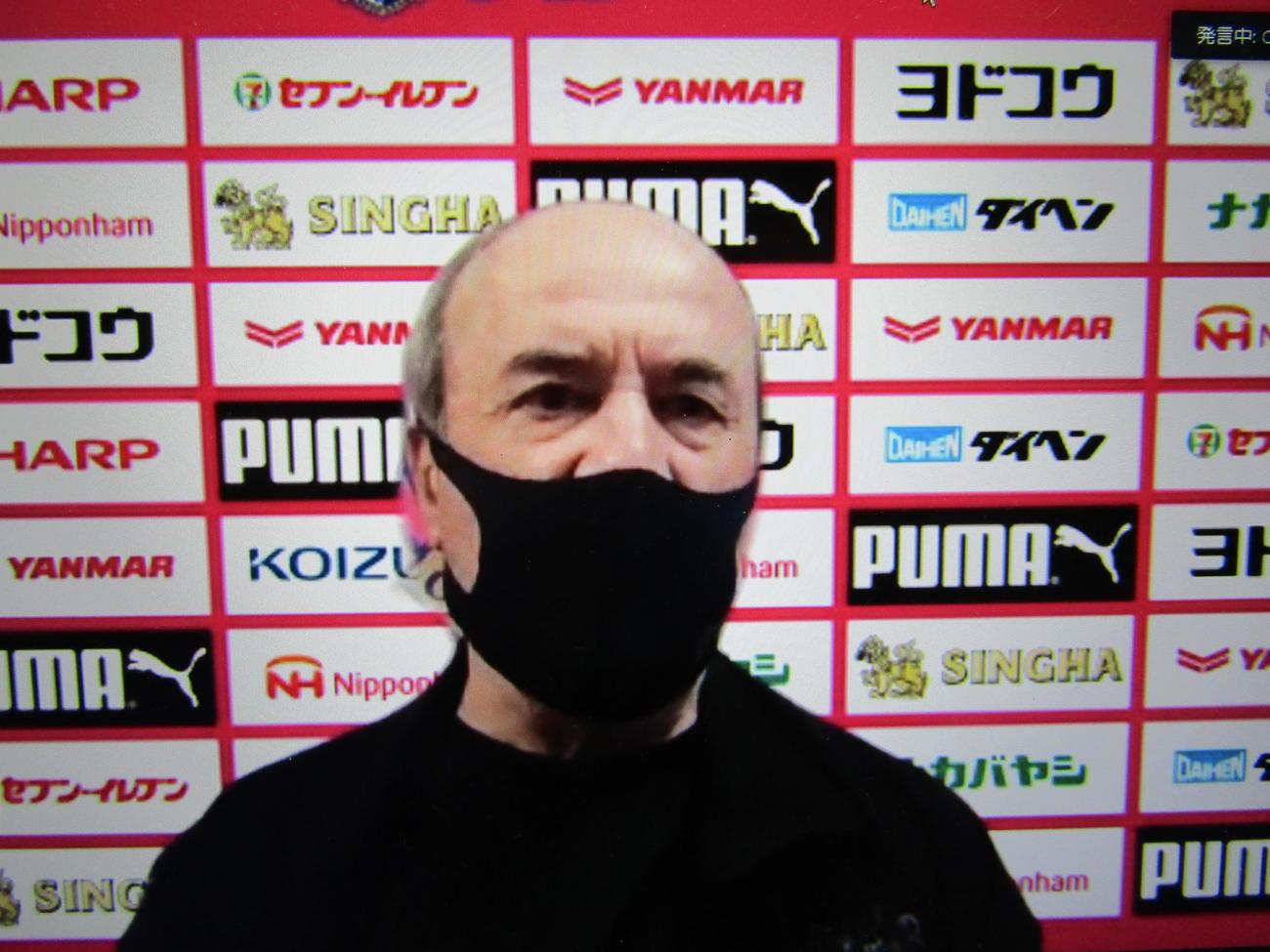 オンライン取材に応じるC大阪レビークルピ監督