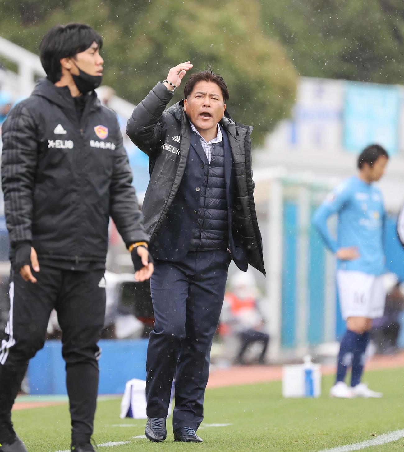 横浜FC対仙台 後半、抗議する仙台手倉森監督(撮影・垰建太)