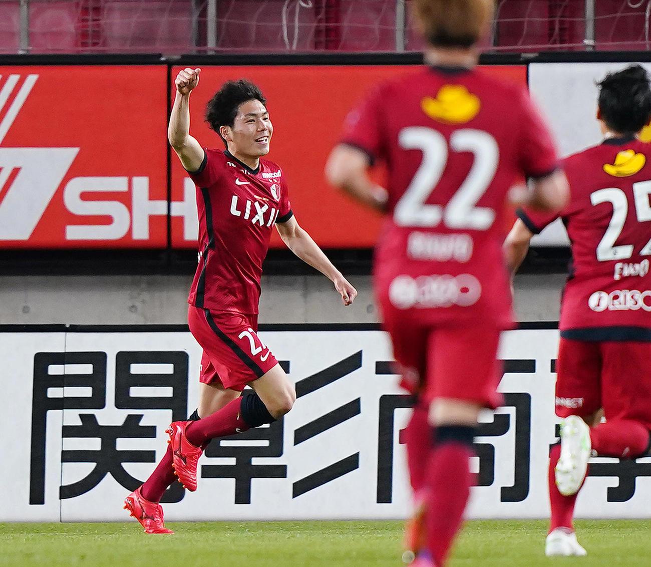 鹿島対札幌 前半、先制のゴールを決め喜ぶ鹿島松村(撮影・菅敏)