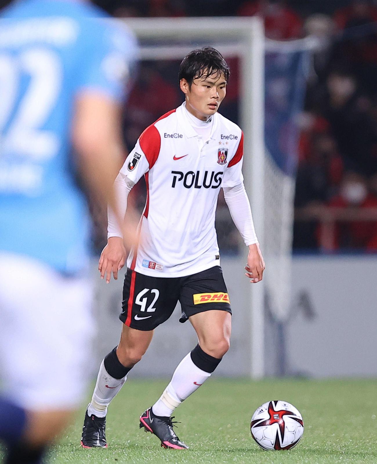 横浜FC対浦和 前半、ボールを回す浦和工藤(撮影・河田真司)