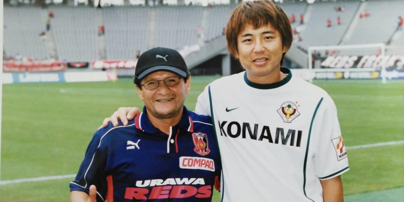 浦和のベゼーハさん(左)と、東京Vの松浦ホペイロ