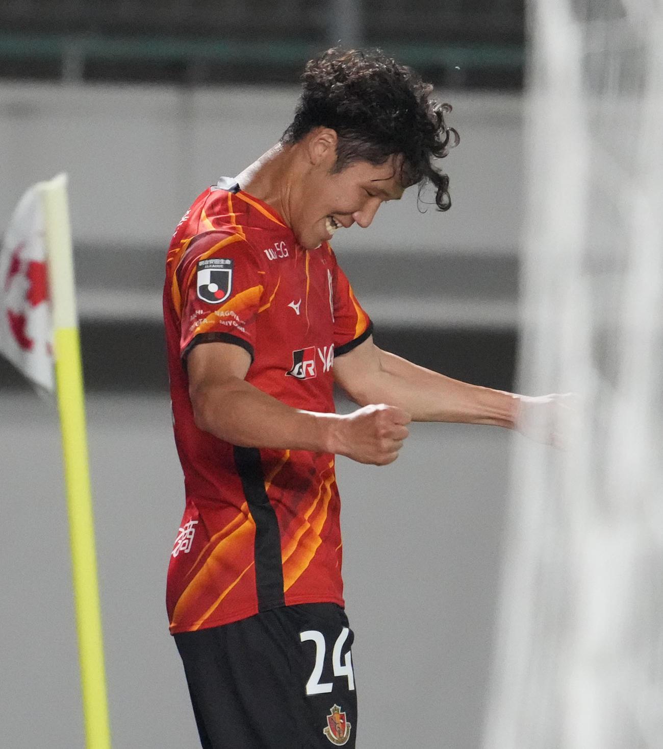 天皇杯2回戦 名古屋対三菱水島FC 後半、チーム4点目のゴールを決め喜ぶ名古屋石田(撮影・森本幸一)