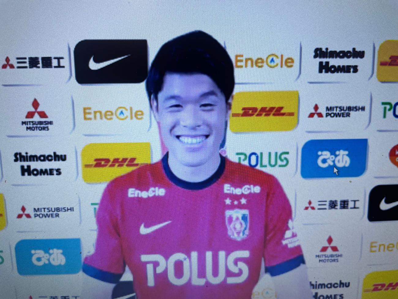 オンライン上で入団会見に臨んだ浦和に新加入の日本代表DF酒井