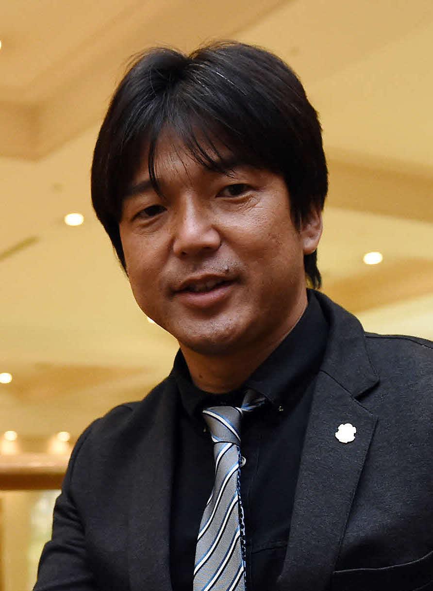 松本を率いる名波浩監督(15年12月撮影)