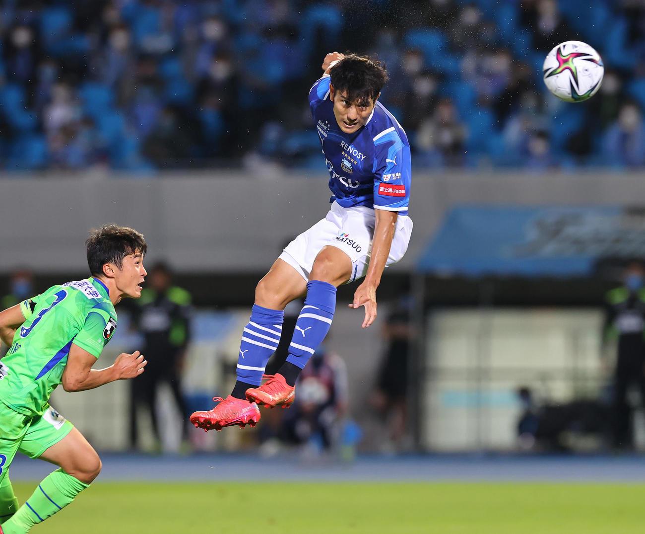 川崎F対湘南 後半終了間際、ヘディングで決勝ゴールを決める川崎F知念(撮影・垰建太)