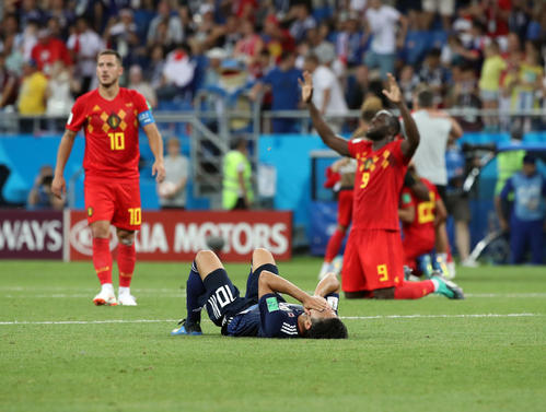 日本対ベルギー ベルギーに敗れピッチに倒れ込む香川(撮影・PNP)