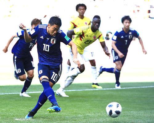 日本対コロンビア 前半、PKで先制ゴールを決める香川真司