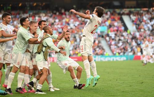 21年6月28日、欧州選手権(ユーロ2020)決勝トーナメント1回戦、クロアチア対スペイン ゴールを決めて喜ぶスペイン代表ミケル・オヤルサバル(ロイター)