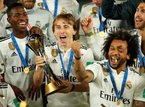 クラブW杯で優勝したMFモドリッチ(中央)らレアル・マドリードのイレブン(ロイター)