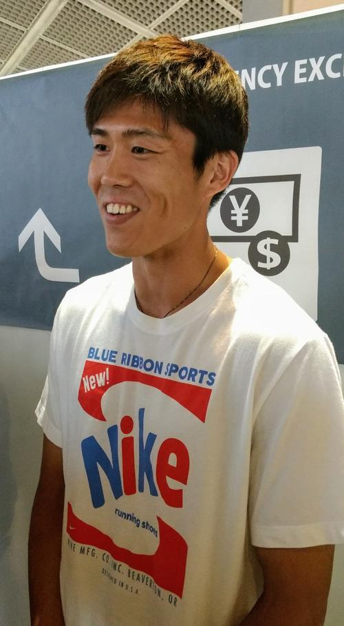 7月15日、イタリアへ出国前、空港で取材に応じたセリエAボローニャの日本代表DF冨安