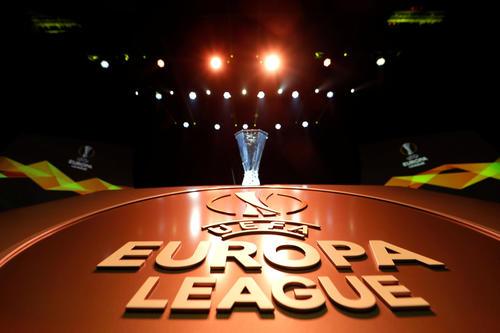 欧州リーグの優勝トロフィー(ロイター)