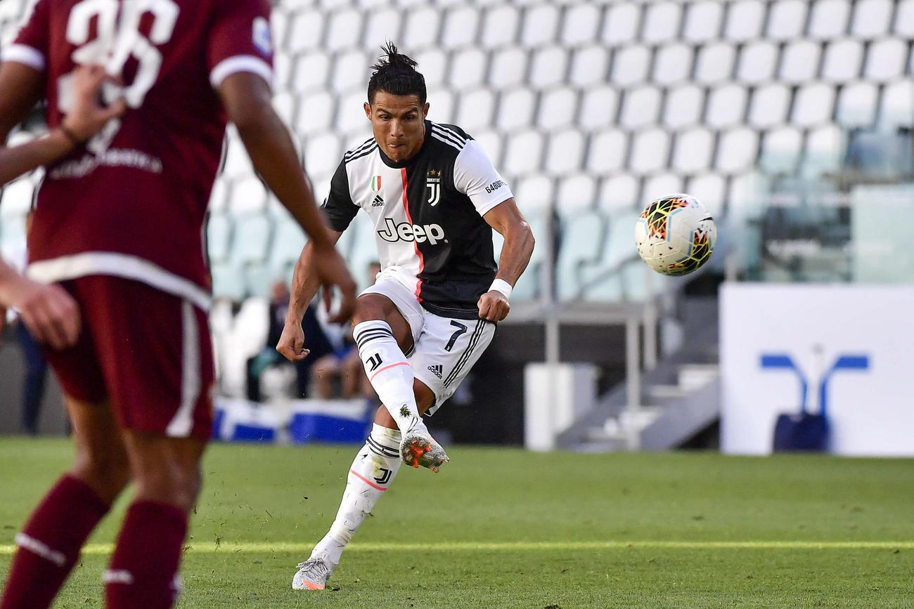 トリノ戦の後半、FKでゴールを決めたユベントスFWロナウド(AP)