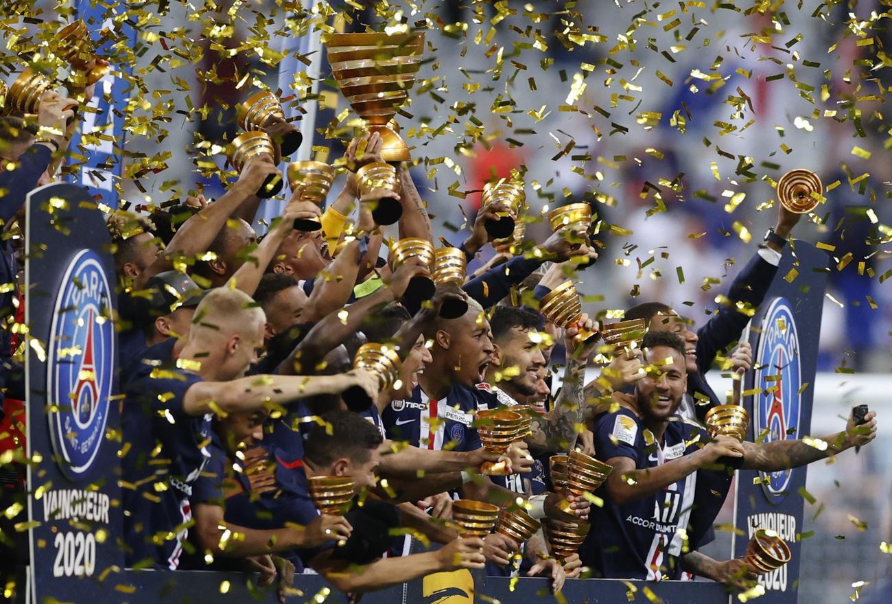 フランス・リーグ杯を制し、喜びを爆発させるパリ・サンジェルマンの選手たち(ロイター)