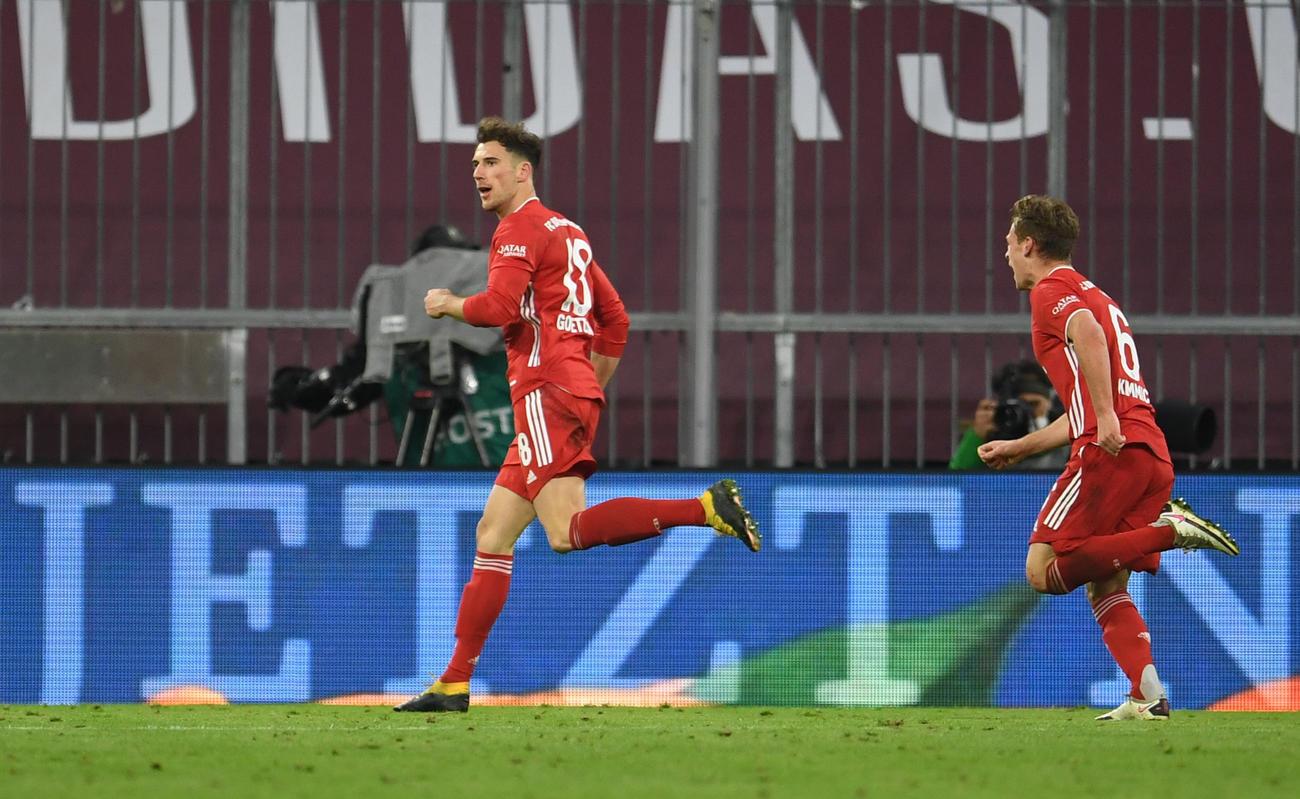 後半43分、勝ち越しゴールを決めたBミュンヘンMFゴレツカ(左)(ロイター)