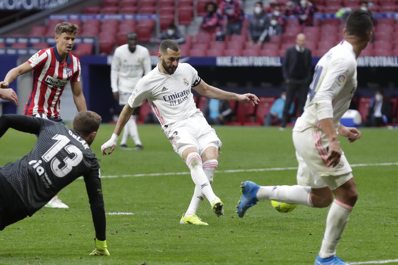 後半、同点ゴールを決めるレアル・マドリードFWベンゼマ(AP)