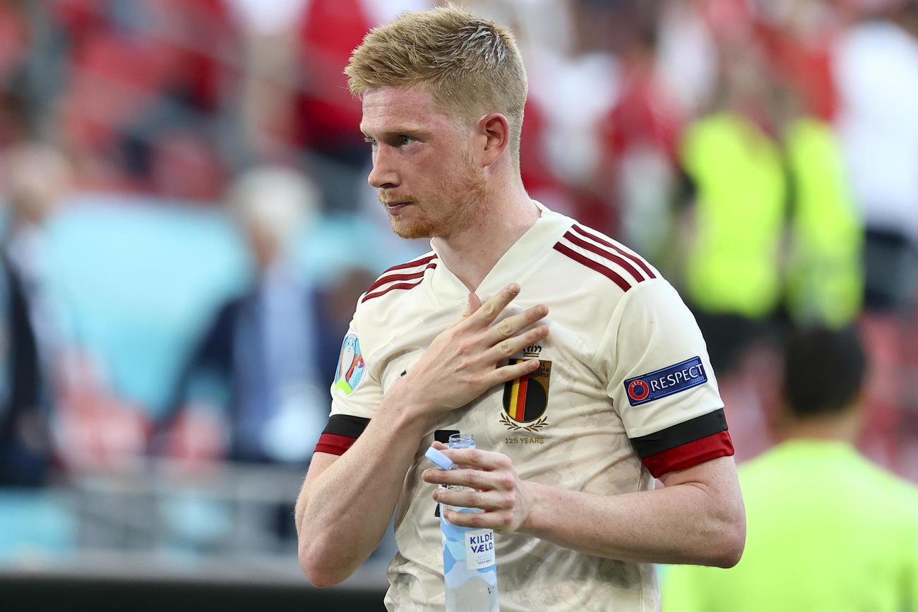 試合後、勝利にも厳しい表情を崩さないベルギーMFデブルイネ(AP)