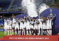 英BBC、トロフィー掲げる直前に放送切り替え批判 - 海外サッカー : 日刊スポーツ