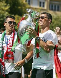 ポルトガルCロナら優勝パレード「歴史の一部に」 - 海外サッカー : 日刊スポーツ