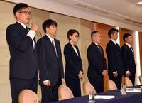 アジア大会中の不祥事について謝罪する、左から永吉、橋本、三屋会長、東野技術委員長、佐藤、今村(撮影・滝沢徹郎)