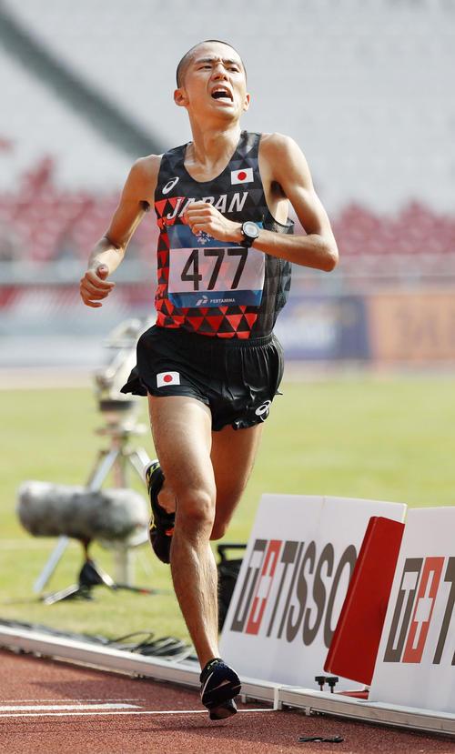 男子マラソン 4位でゴールする園田隼(共同)