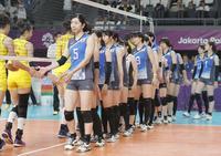 準決勝で中国に敗れた荒木(5)ら日本選手(共同)