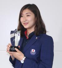 池江璃花子が帰国、初ビジネスクラス「快適でした」 - アジア大会 - 水泳 : 日刊スポーツ