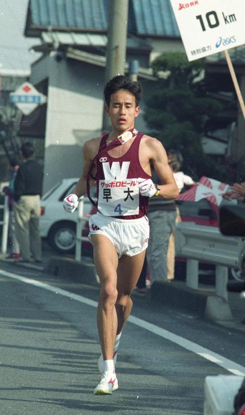 第69回箱根駅伝往路 4区を走る早大・花田勝彦(1993年1月2日)