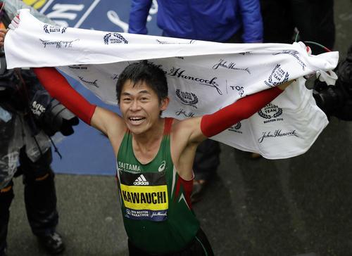ボストンマラソンで初優勝した川内(AP)