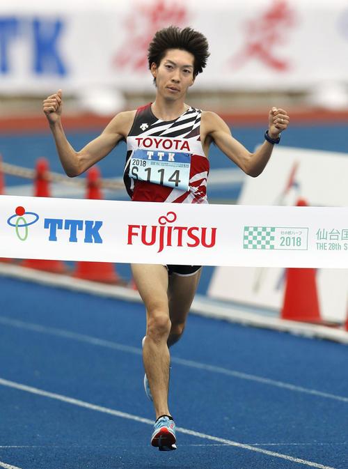 1時間3分5秒で優勝した松本稜(共同)