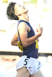 男子100メートルで3位の関学大・多田はガックリ(撮影・山崎安昭)