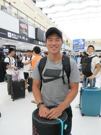 成田空港に帰国し、笑顔の小池(撮影・上田悠太)