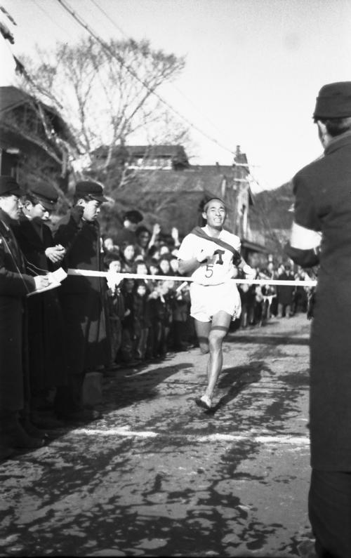 第23回大会 往路5区 往路優勝した明大・岡正康(1947年1月4日)