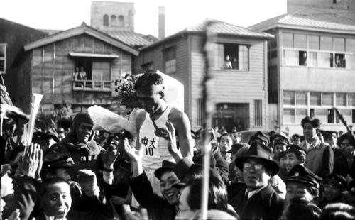 第24回大会 復路10区読売新聞社前ゴール 1区からトップを譲らず史上2度目の完全優勝を飾った中大のアンカー平井文夫(1948年1月7日)