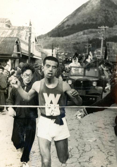 第25回大会 往路5区箱根郵便局前 往路2位でゴールした早大・後藤秀夫(1949年1月5日)