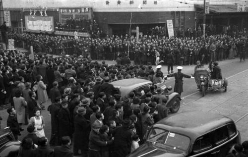 第27回大会 復路10区 大観衆の中、連覇のゴールへ向かう中大・浅倉茂(1951年1月6日)