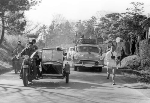 第31回大会 復路8区 力走する中大・開前芳徳(1955年1月3日)
