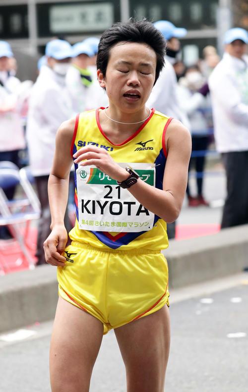 日本人2位の清田は、ゴール後、苦しい表情を見せる(撮影・浅見桂子)