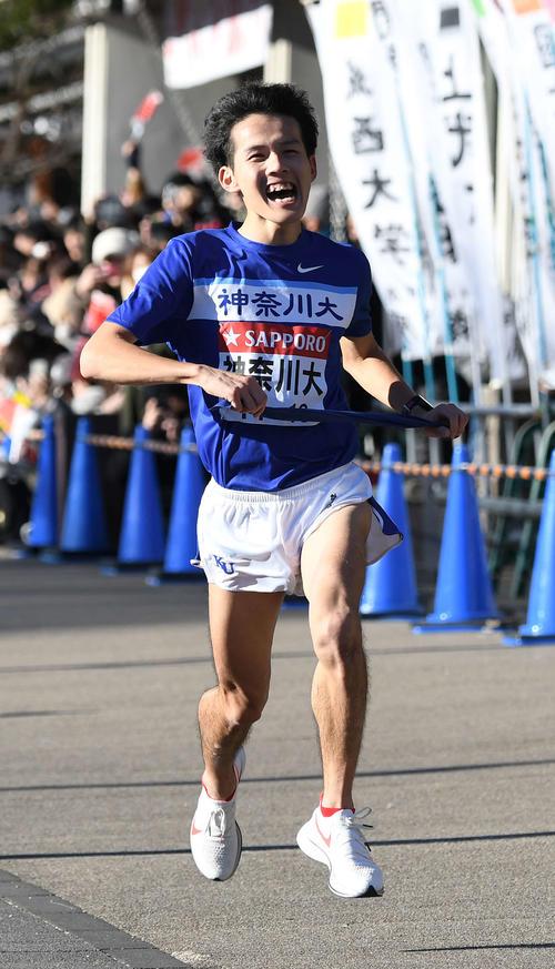 小田原中継所に18位で到着した神奈川大6区荻野太成