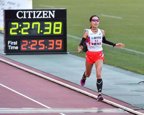大阪国際女子マラソン 2時間27分38秒で4着でゴールしMGC出場を決めた中野円花(撮影・上田博志)