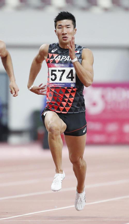 男子100メートル準決勝、力走する桐生祥秀(共同)