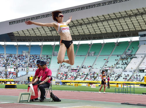 女子走り幅跳び 6メートル41の記録で3位となる秦澄美鈴(撮影・清水貴仁)