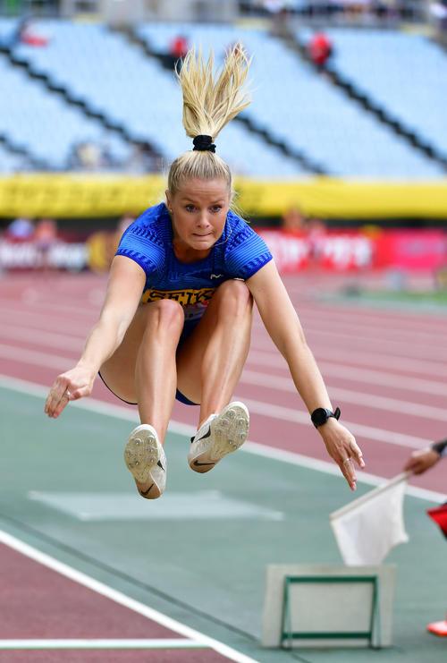 女子走り幅跳び 6メートル66の記録で優勝するオーストラリアのブルック・ストラットン(撮影・清水貴仁)