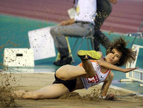女子走り幅跳び 6m43cmで優勝した秦澄美鈴(撮影・栗木一考)