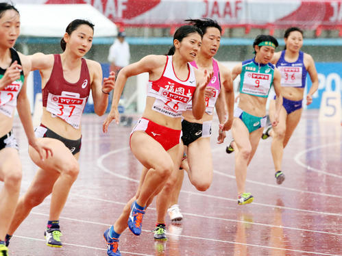 女子200メートル決勝 優勝した兒玉芽生(右から4人目)(撮影・栗木一考)