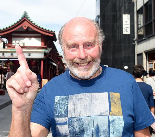 東京五輪のマラソンコースをチェックしたヒートリーさんは笑顔を見せる(2014年10月10日撮影)